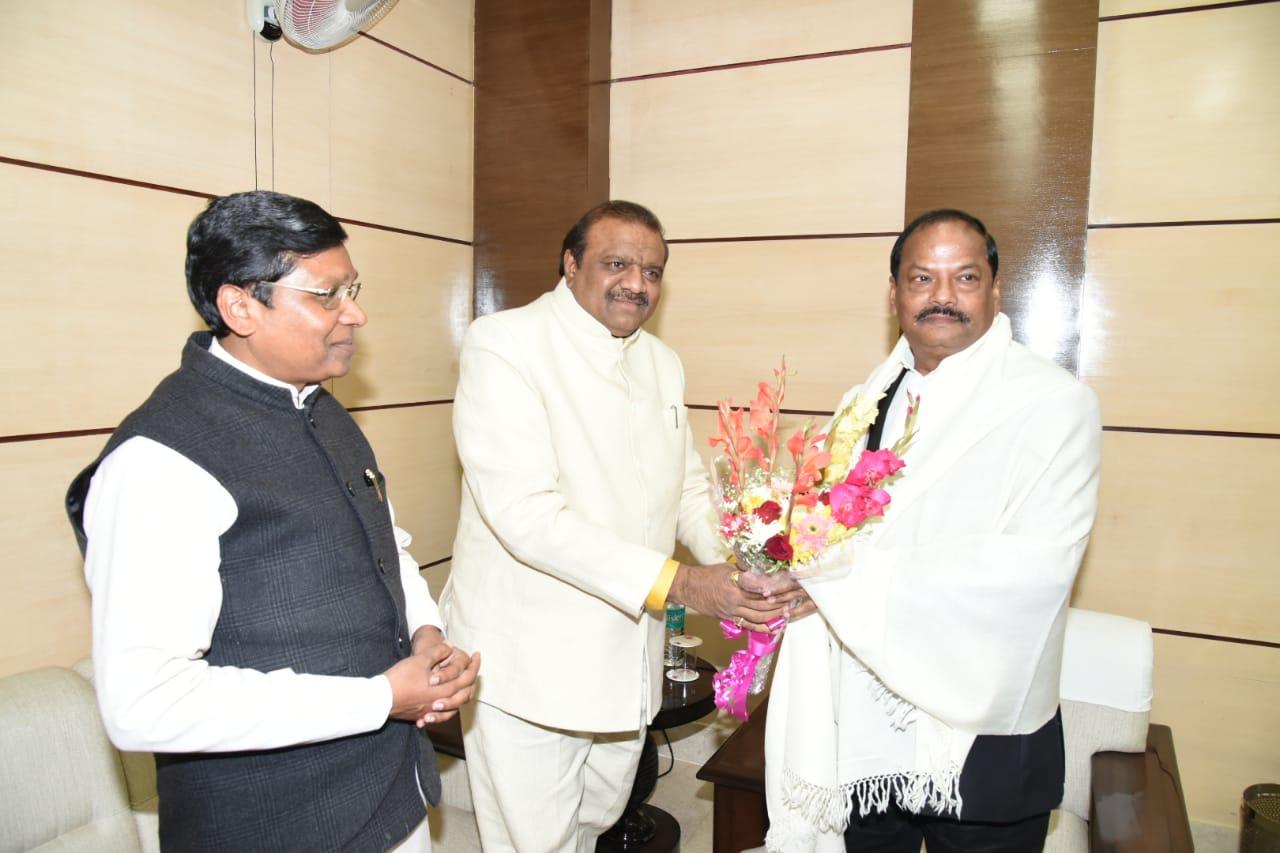 <p>मुख्यमंत्री रघुवर दास से आज दिनांक 9/01/2019 को झारखंड मंत्रालय में केंद्रीय राज्य मंत्री जनजातीय मामले जसवंतसिंह भाभोर तथा केंद्रीय राज्य मंत्री जनजातीय मामले सुदर्शन भगत ने शिष्टाचार…
