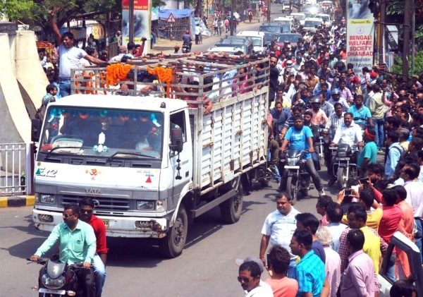 <p> </p> <p>Dhanbad witnessed bandh called by the Congress party supporters.Alongside, BJP MLA  from Jharia Sanjiv Singh, against whom FIR was filed by brother of Ex Deputy…