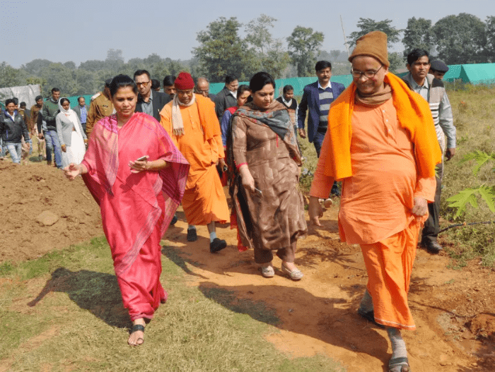 <p>Chief Secretary Rajbala Verma participated in the inauguration ceremony of community building at Dubla Beda village organized by Ram Krishna Mission Ashram on Saturday.</p>