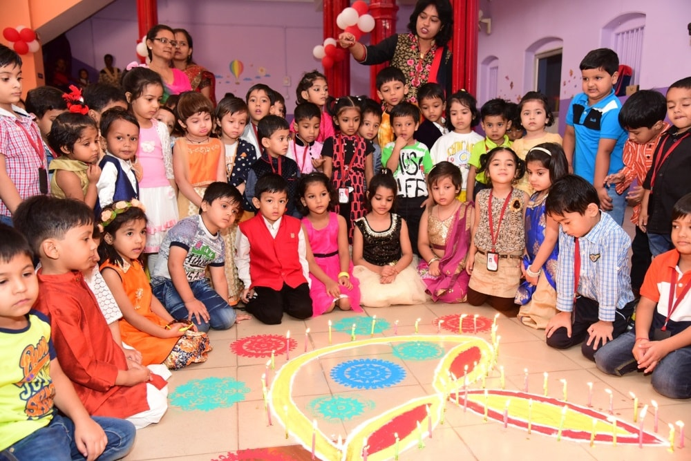 <p>Little Angle's Nursery, Old Commissioner's Compound, Ranchi celebrated the festival of light Diwali on monday.</p>