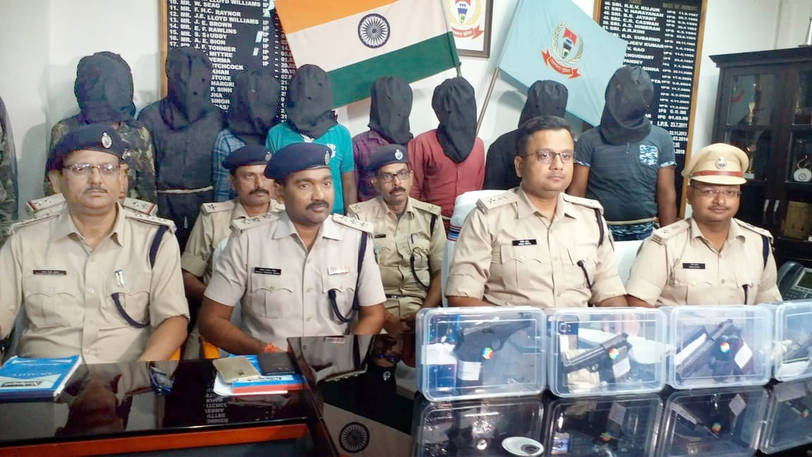 <p>SSP Ranchi Anish Gupta along with City SP Aman Kumar and other police officials showing 9 arrested criminals and weapons seized from them in connection with the murder case…