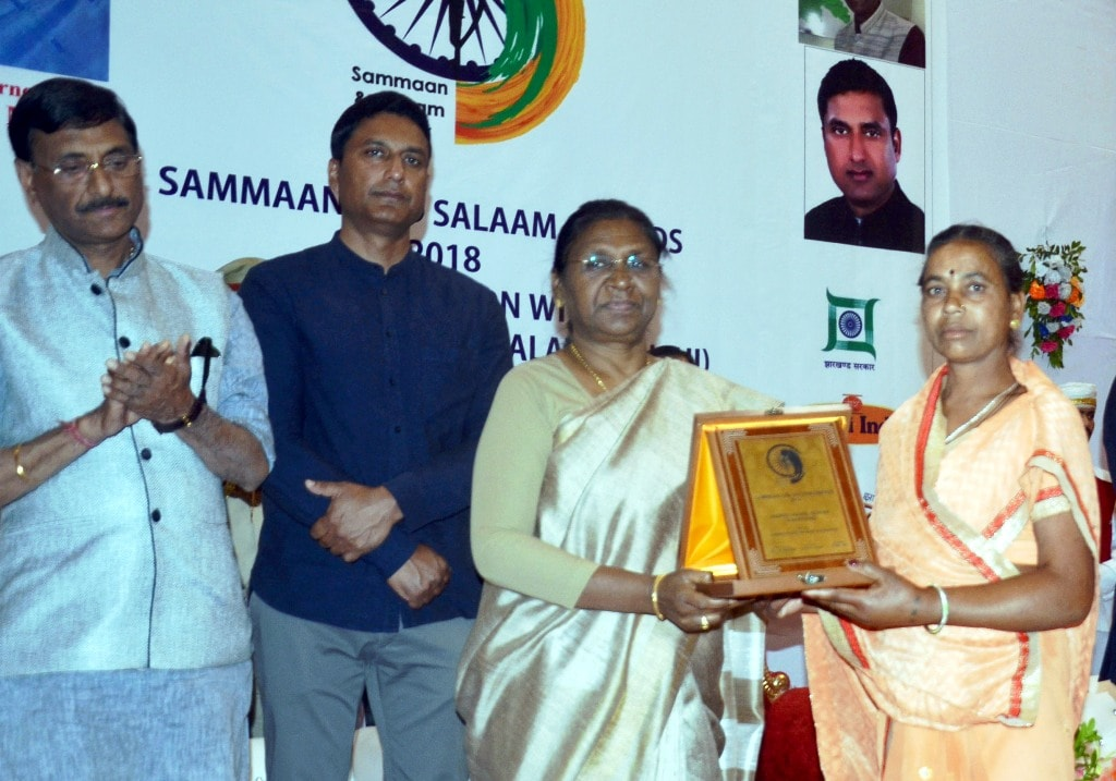 <p>A martyrs' family member receives 'Sammaan and Salaam Awards' from Governor Droupadi Murmu during the felicitation programme at Audery house in Ranchi on Saturday. </p>…