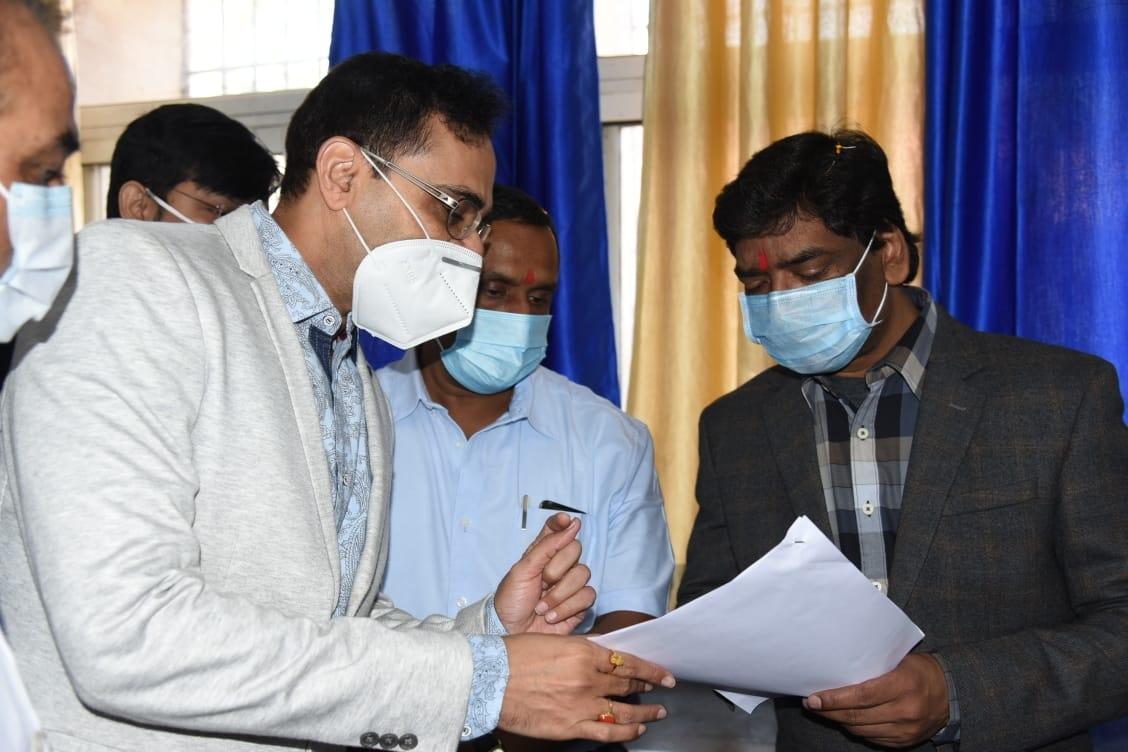 <p>मुख्यमंत्री श्री हेमन्त सोरेन आज सदर अस्पताल, रांची में आयोजित कोरोना टीकाकरण शुभारंभ कार्यक्रम में सम्मिलित हुए।</p>
