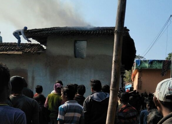<p>A house caught fire in Badia village falling under Jama police station Dumka. No casualties were reported</p>