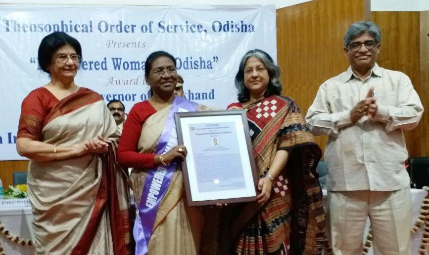 <p>माननीया राज्यपाल द्रौपदी मुर्मू को आज अंतर्राष्ट्रीय महिला दिवस पर Theosophical Order of Service, Odisha Region द्वारा भुवनेश्वर में आयोजित कार्यक्रम में most empowered woman of…