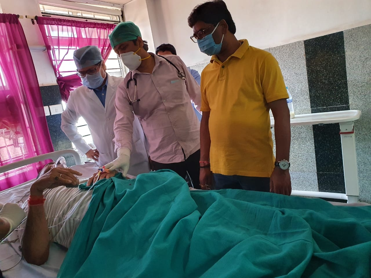 <p>CM Hemant Soren visited RIMS hospital, inspected and talked to patients and doctors on Thursday.</p>
