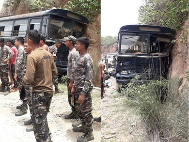 <p>A bus carrying security forces lost control along Sikidri valley near Ramgarh.In all,15 of them were injured.Five of them were critically injured.They were hospitalised.</p>
