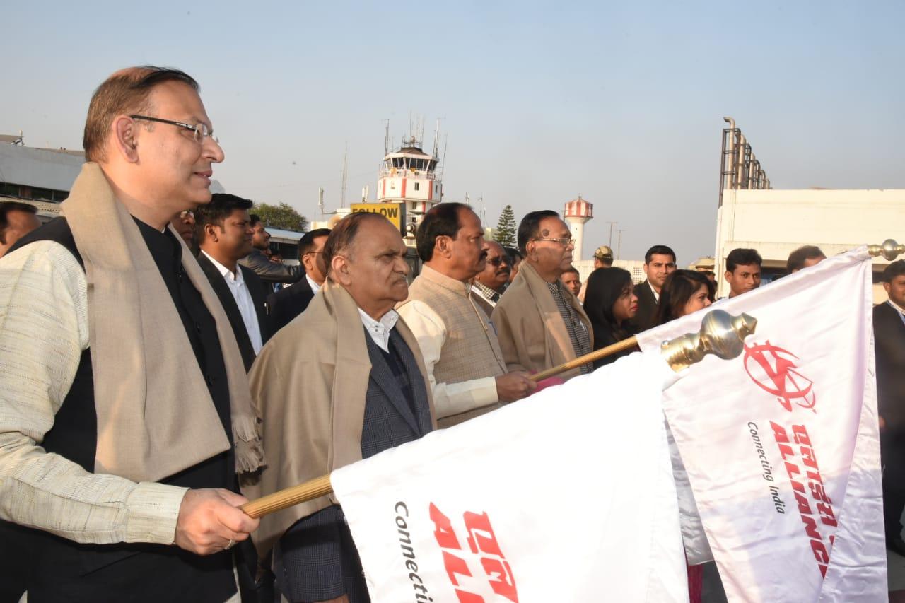<p>मुख्यमंत्री रघुवर दास ने आज बिरसा मुंडा एयरपोर्ट से कनेक्टिंग एयर इंडिया योजना के तहत Alliance Air India के द्वारा प्रारंभ किए जाने वाली 3 विमान सेवा रायपुर, कोलकाता एवं भुनेश्वर…