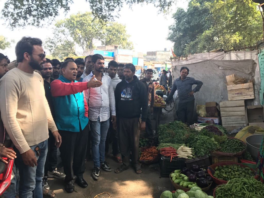<p>Minister CP Singh today paid a visit to vegetable market situated at Bahu Bazar, Ranchi. He directed the vendors and vegetable sellers not to set their stalls too close to…