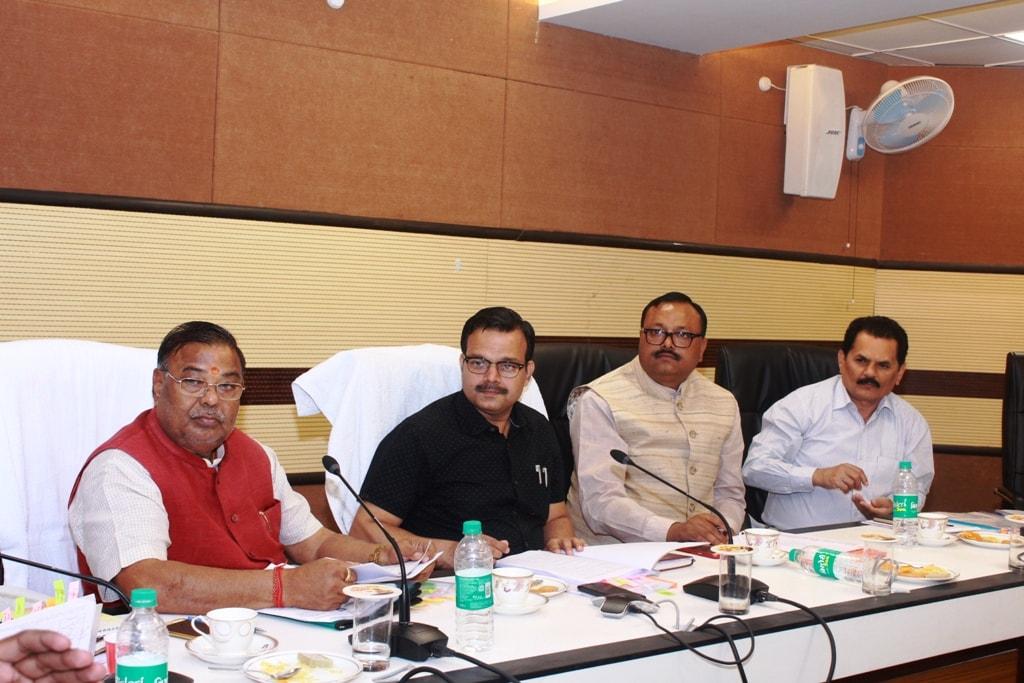 <p>मुख्यमंत्री के प्रधान सचिव, सुनील कुमार वर्णवाल ने बोकारो स्टील लिमिटेड हेतु अर्जित भूमि एवं पुनर्वास की समस्या पर विचार-विमर्श हेतु सूचना भवन स्थित सभाकक्ष में एक बैठक की।</p>
