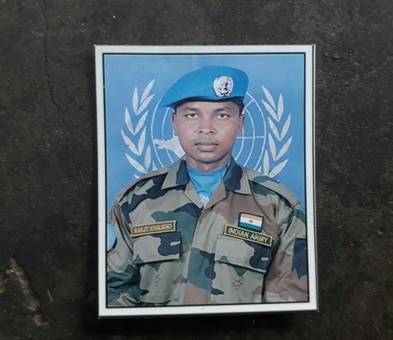 <p>कश्मीर में आतंकवादी हमले में शहीद होने वाले सैनिकों में शहीदों में एक झारखण्ड के राँची जिला के मांडर के बुड़ाखुखरा का शहीद रंजीत खलखो है।घर में परिजनों की जानकारी…