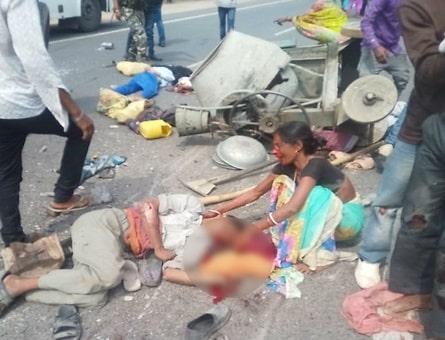 <p>Pickup van turns turtle, 2 dead, 6 injured in Charhi</p>