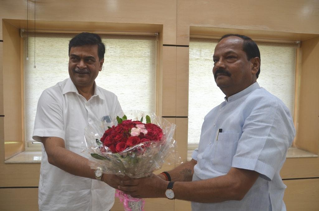 <p>मुख्यमंत्री रघुवर दास से आज केंद्रीय ऊर्जा राज्य मंत्री आर0 के0 सिंह ने मुलाकात की |</p>