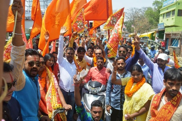 <p>Former Union Minister Subodh Kant Sahay alongwith Ranchi Mayor Asha Lakra and others take part a religious procession ahead of Ramnavami festival in Ranchi on Monday.</p>…