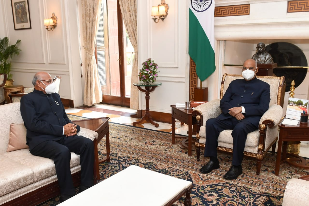 <p>माननीय राष्ट्रपति श्री राम नाथ कोविन्द से आज माननीय राज्यपाल श्री रमेश बैस ने राष्ट्रपति भवन में शिष्टाचार भेंट की।</p>