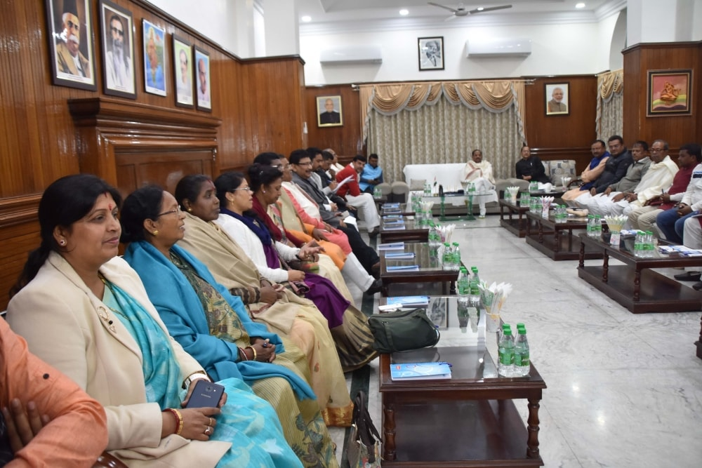 <p>Chief Minister Raghubar Das held a meeting with NDA MLAs at CM's residence Kanke road in Ranchi on Tuesday.</p>