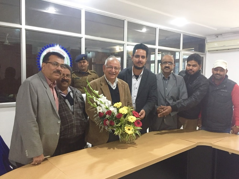 <p>A delegation of Jharkhand Chhatra Morcha under the leadership of Tanuja Khatri met the Vice Chancellor of Ranchi University on Tuesday and welcomed and greeted the announcement…