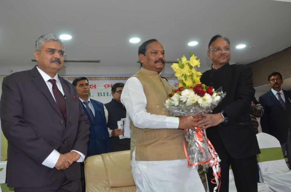 <p>मुख्यमंत्री रघुवर दास अखिल भारत गुजराती समाज के स्वर्ण जयंती वर्ष पर होटल ग्रीन होराईजन में आयोजित झारखण्ड गौरव सम्मान कार्यक्रम में आज सम्मिलित हुये</p>