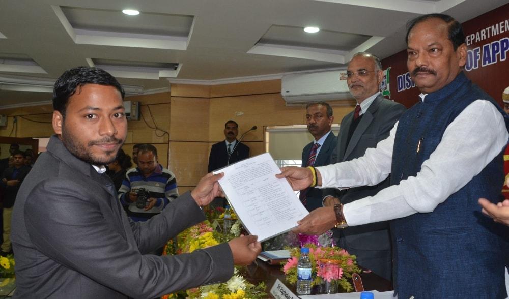 <p>मुख्यमंत्री रघुवर दास ने आज झालसा में सिविल जज पद पर नियुक्ति पत्र वितरण कार्यक्रम को किया संबोधित |</p>