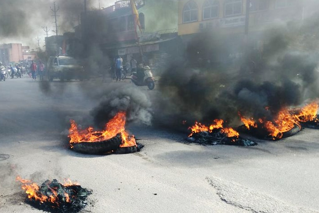"<p>Ranchi-Khunti road has been blocked by burning tires by Bandh supporters during ""Bharat Bandh"" called given by Dalit organizations against the alleged dilution of scheduled…"