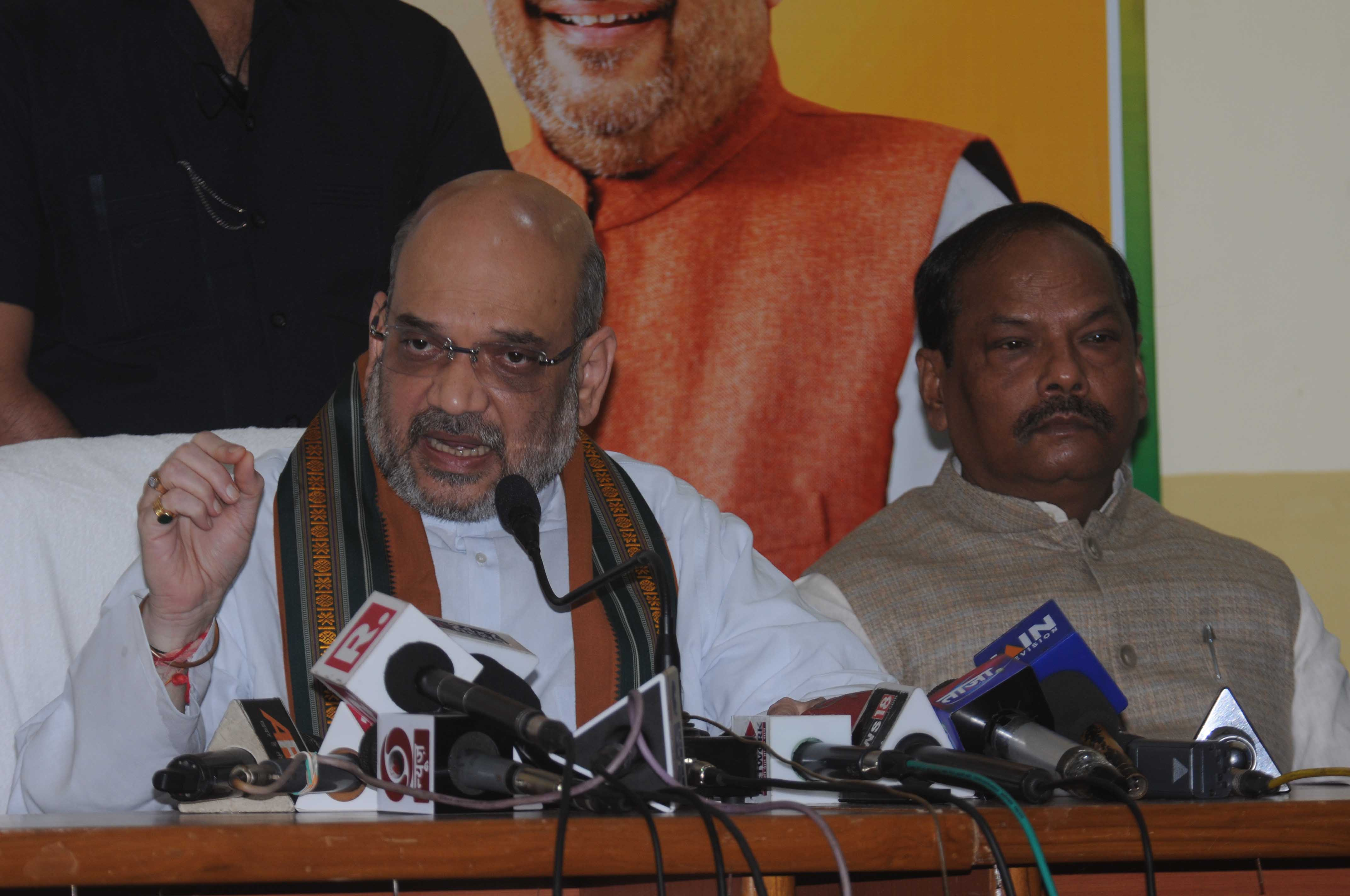 <p>BJP National President Amit Shah addresses a press conference at BJP state head quarter in Ranchi on Saturday. Jharkhand Chief Minister Raghubar Das was also present in the press…