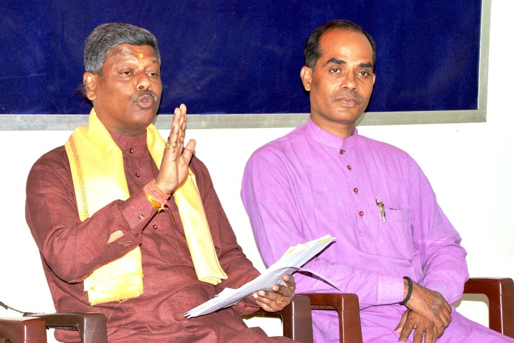 <p>RSS Pranth Sah Karyavahak Rakesh  Lal (L) along with member during a press conference at RSS office in Ranchi on Tuesday.</p>