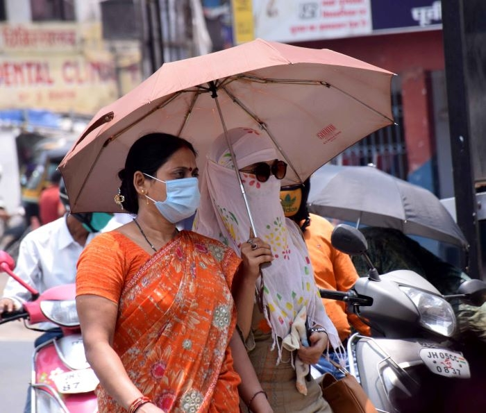 <p>Following the Cabinet decision on Wednesday to impose a fine of Rs 1 lakh on the charge of violating the Contagious Disease Ordinance on Monday, citizens were spotted wearing mask…