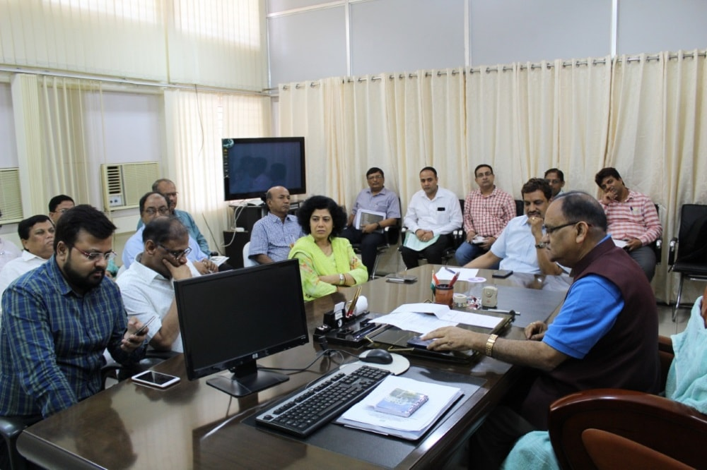 <p>रांची-- शहरी विकास मंत्री सी पी सिंह की बैठक,नगर विकास सचिव अजय कुमार सिंह और पेयजल स्वच्छ्ता सचिव आराधना पटनायक बैठक में मौजूद,शहरी जलापूर्ति की स्थिति की समीक्षा, प्रोजेक्ट भवन…