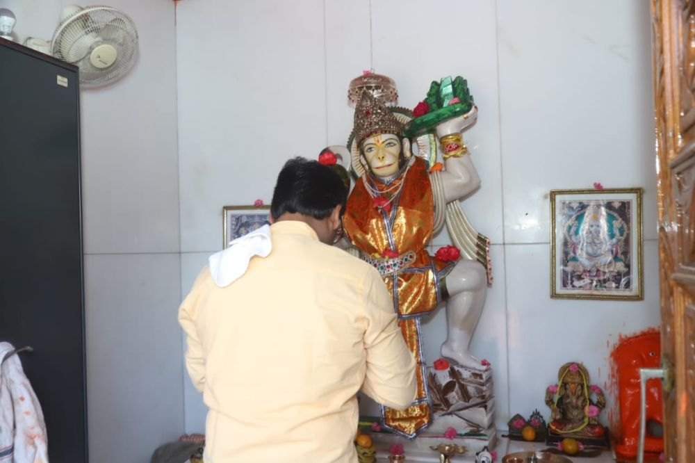 <p>Ramnavmi: Hemant Soren performs Puja at Mahavir temple. On the day of the Hindus' annual festival Ramnavmi, Jharkhand Chief Minister Hemant Soren performed Puja at Magavir…