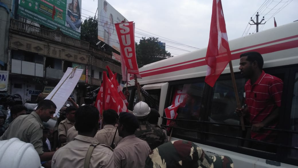 <p>Bandh supporters belonging to SUCI court arrest in Ranchi on Thursday.</p>
