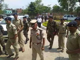 <p>DGP DK Pandey and Ranchi SSP Kuldeep Dwivedi inspected police stations in Ranchi in response to questions raised in a meeting by CM Raghubar Das on Wednesday.Reports Dainik Bhaskar</p>…