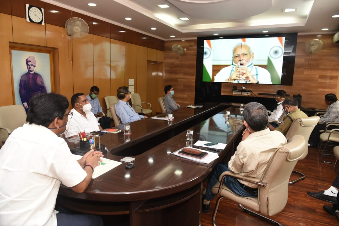 <p>Prime Minister Narendra Modi holding a video conference with CMs on Monday. Inside Jharkhand Secretariat CM Hemant Soren and team of senior officers were participants. </p>…