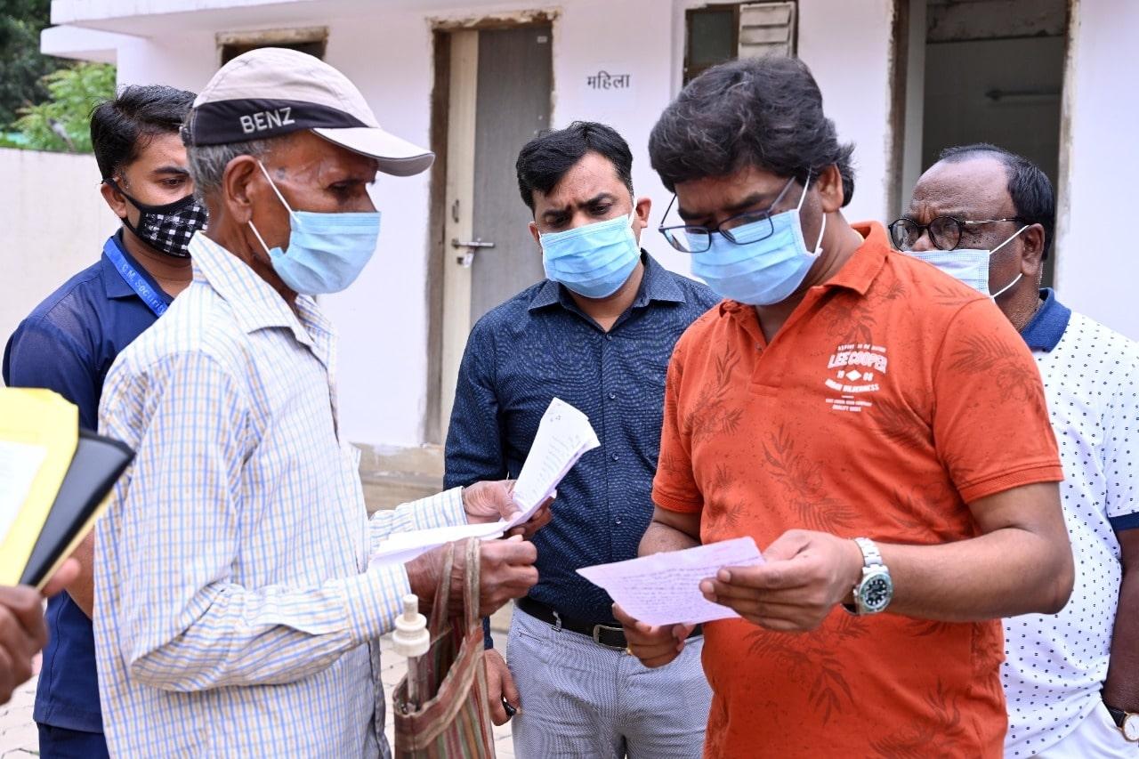 <p>मुख्यमंत्री श्री हेमन्त सोरेन ने आज मुख्यमंत्री आवासीय कार्यालय परिसर में राज्य के विभिन्न हिस्सों से आए लोगों से मुलाकात की । इस दौरान लोगों ने अपनी समस्याओं से मुख्यमंत्री को…