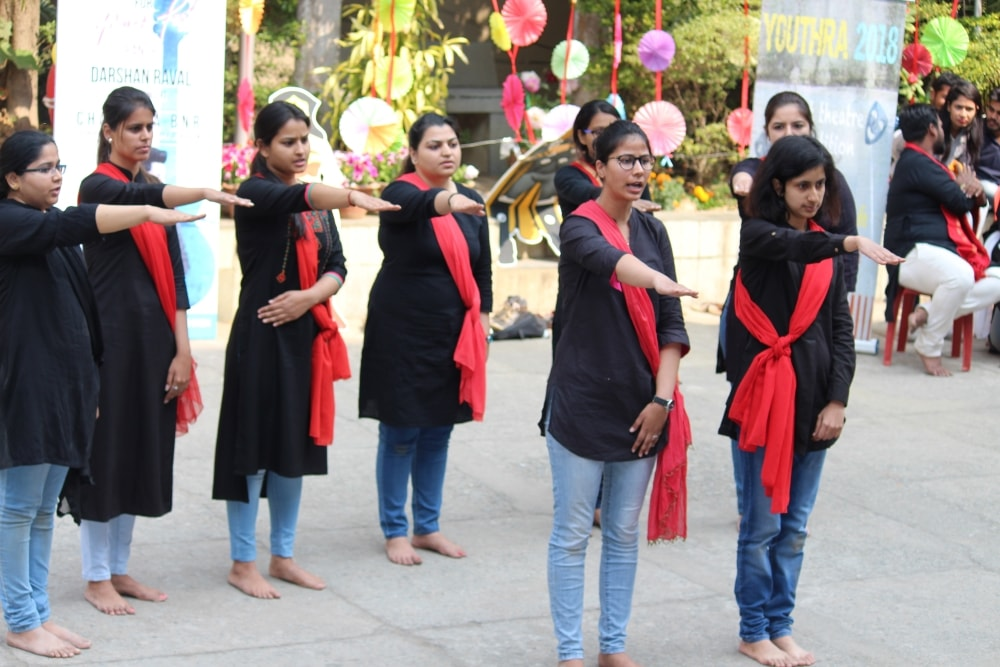 <p>Students of XISS, Ranchi staging a 'nukkad natak' during the 2nd day of ongoing festival Panache-2018</p>