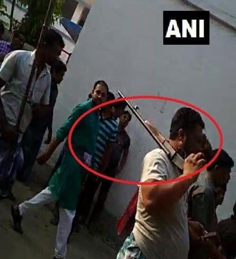<p>पश्चिम बंगाल के 20 में से 19 जिलों के 568 बूथों पर बुधवार को हो रहे पुनर्मतदान में हिंसा भड़क गई | कई जगहों पर पुलिस को लाठीचार्ज करना पड़ा है | पश्चिम बंगाल के मालदा…