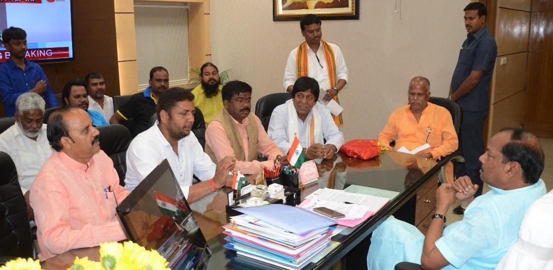 <p>मुख्यमंत्री रघुवर दास से आज श्री महावीर मंडल रांची के प्रतिनिधिमंडल ने झारखंड मंत्रालय में मुलाकात की। साथ ही मुख्यमंत्री को चैती दुर्गा पूजा और रामनवमी की तैयारियों के संबंध में…