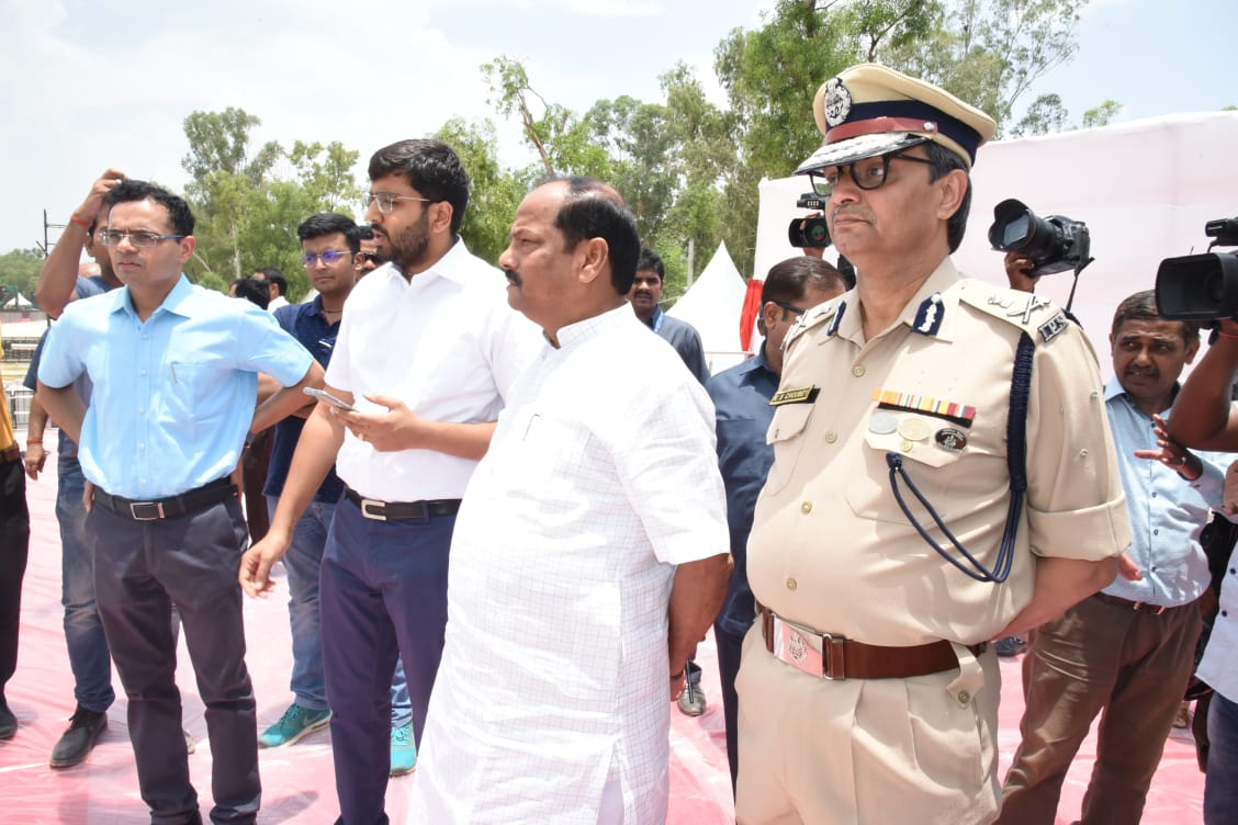 <p>Chief Minister Raghubar Das checked the preparation for the main event of International Yoga Day (21st june) to be held at Prabhat Tara Maidan by visiting the site. He gave important…