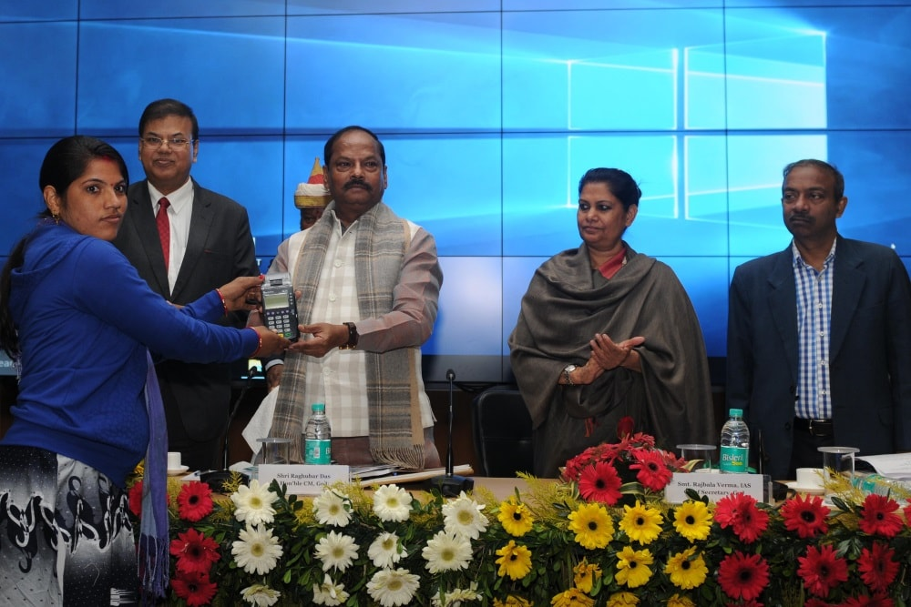 <p>Jharkhand Chief Minister Raghubar Das distributed Micro-ATM to a Self Help Group (SHG) during 'State Credit Seminar 2018-2019' organised by National bank for Agriculture…