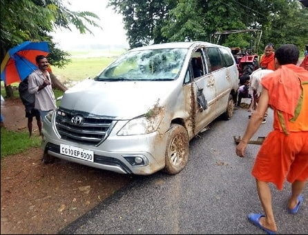 <p>Shiva devotees injured in a car burst incident. More than half a dozen Kavarias( Shiva Devotees) got injured this morning at 5.30 am when their Innova car -tyre burst while they…
