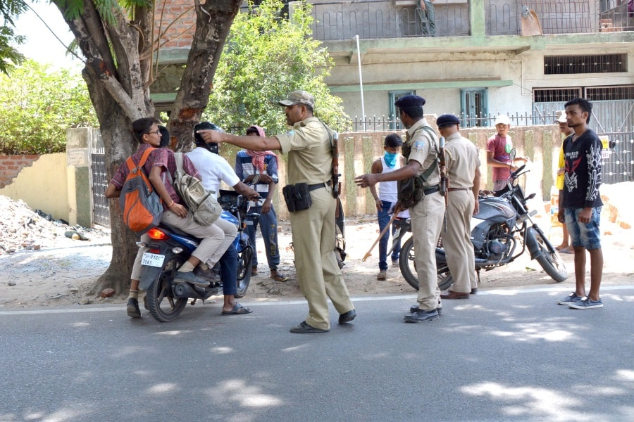 <p>Police personnel check documents of one two-wheeler rider who violated the rules during a specialHelmet CheckingDrive at Harmu road in Ranchi on Tuesday.</p>