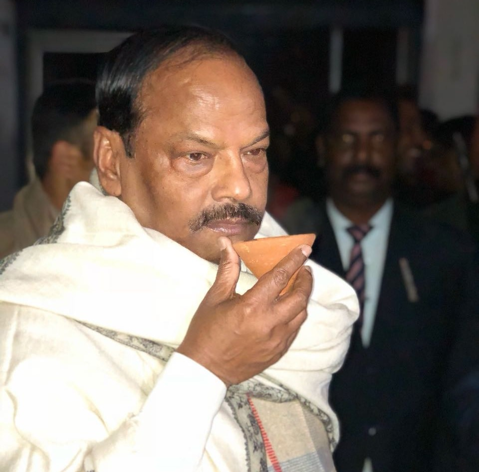 <p>Chief Minister Raghubar Das taking a sip of tea at Dumka on the eve of the Republic Day celebration on Thursday.</p>