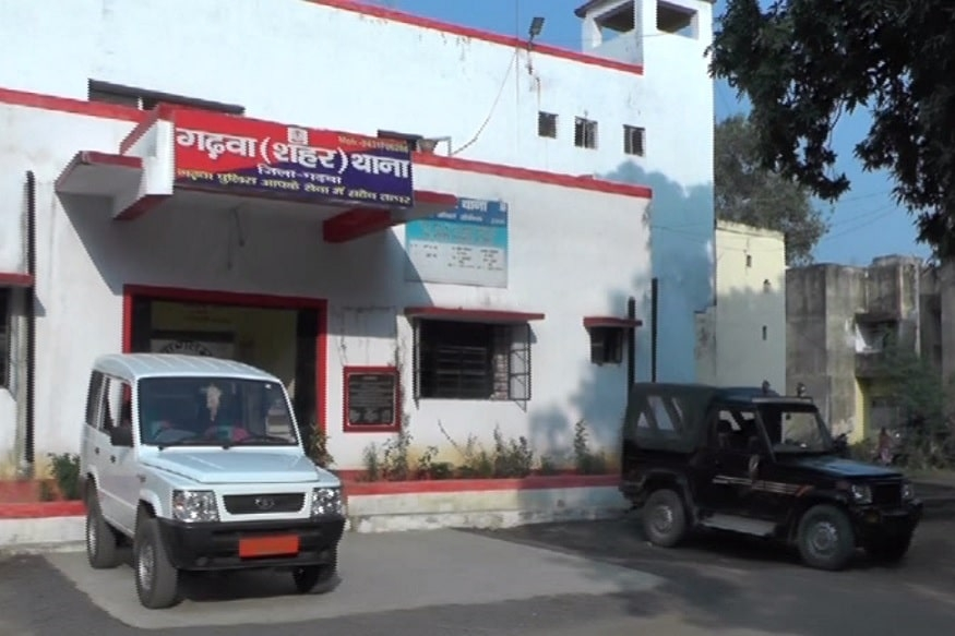 <p>Tension prevails in Garhwa where a Muslim businessman was shot dead at around 12 noon. The victim was identified as Hasib Khan(35). The police suspect that this daylight murder…