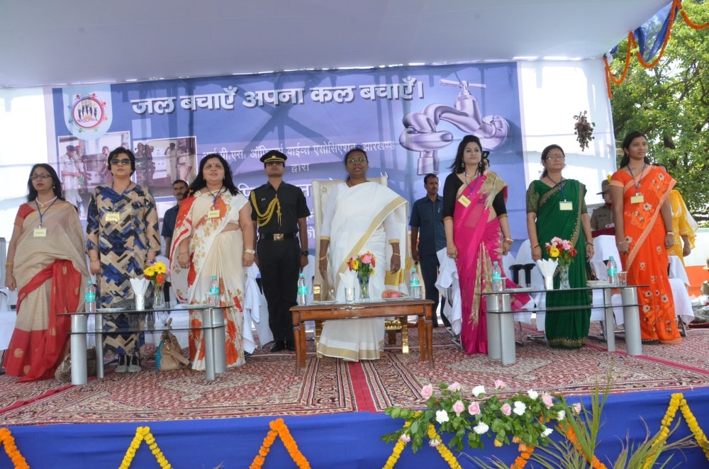 <p>Jharkhand Governor Draupadi Murmu took part in 'Save Water' programme organised by Indian Police Service Officers' Wifes Association (IPSOWA) at Ratu near Ranchi on…