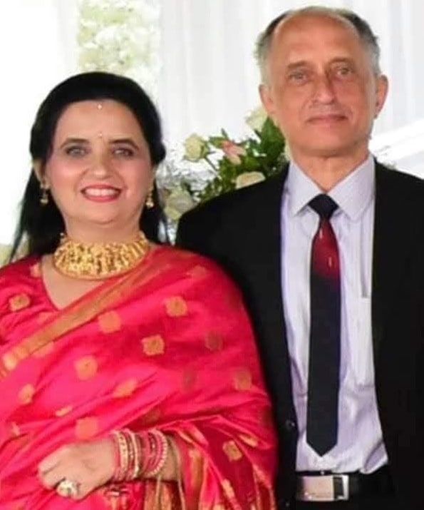 <p>This is the Pilot Dipak Sathe with his wife. Sathe has saved so many lives by switching off the engine and dumping off the fuel of the crashed AI flight.</p>