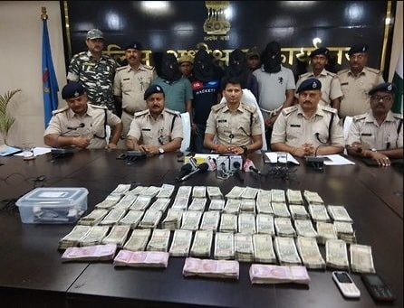 <p>Bus passenger loot case resolved: Police. Four persons were arrested and Rs 35.50 lakh cash recovered by the police in connection with a case of loot from a passenger bus in Dumka.…