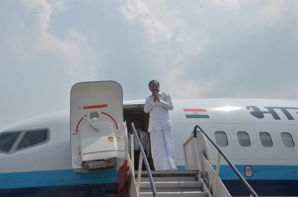 <p>Vice-President Venkaiah Naidu leaves Ranchi and with folded hands before Governor Droupadi Murmu,CM Raghubar Das and others fly to New Delhi.</p>