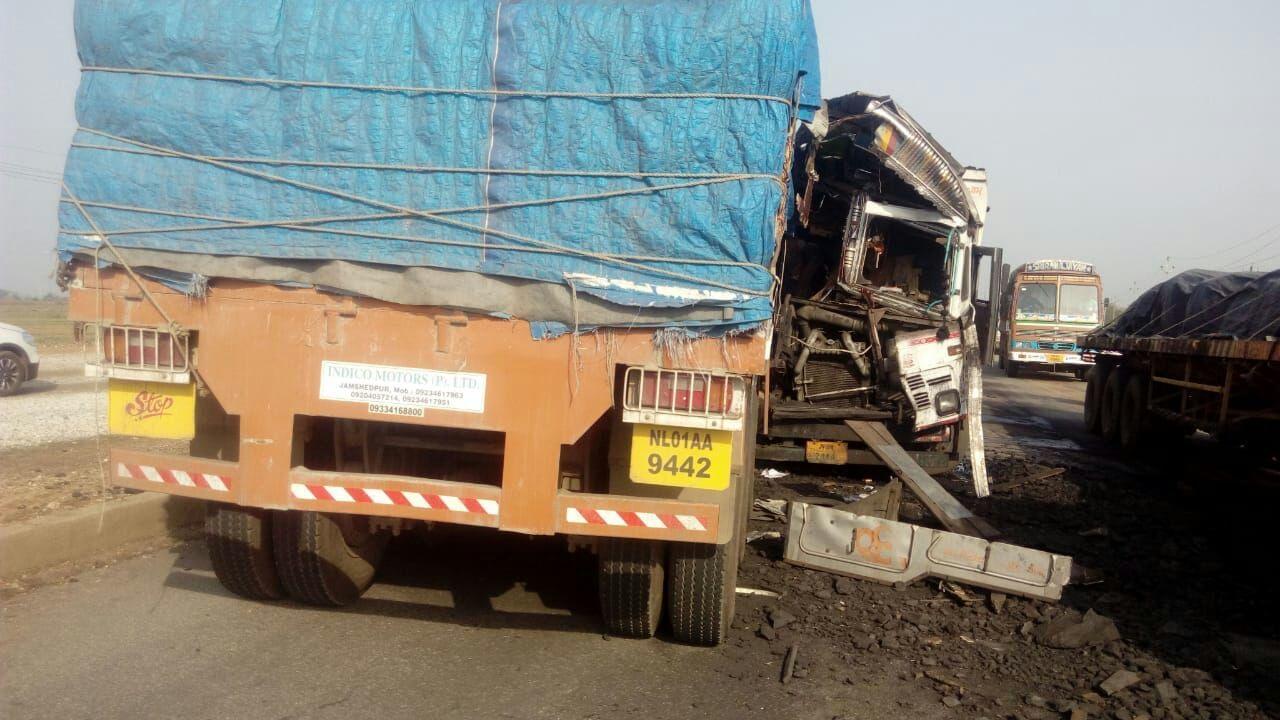 <p>तमाड़ थाना क्षेत्र के रांची -टाटा मार्ग पर वाढवा मोड़ के समीप ट्रेलर व ट्क के आमने सामने भिङंन्त हो जाने से ट्रक चालक की घटना स्थल पर मौत, जबकि ट्रेलर चालक गंभीर रूप से जख्मी…