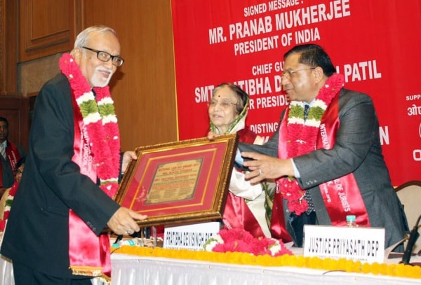 <p>Advocate General Vinod Poddar receives National Law Day awards from former President of India Pratibha Devi Singh Patil and Chief Justice of Sri Lanka justice Priya Sath Dev during…