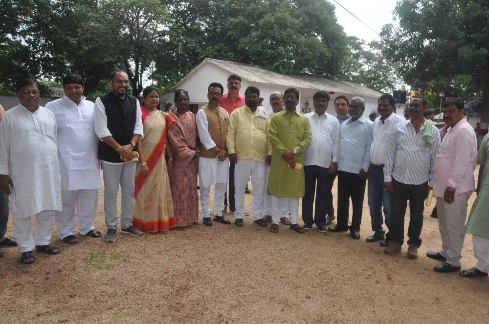 <p>Jharkhand's Opposition Party leader and Jharkhand Mukti Morcha Acting President Hemant Soren along with Jharkhand Pradesh Congress Committee (JPCC) President Sukhdeo Bhagat…