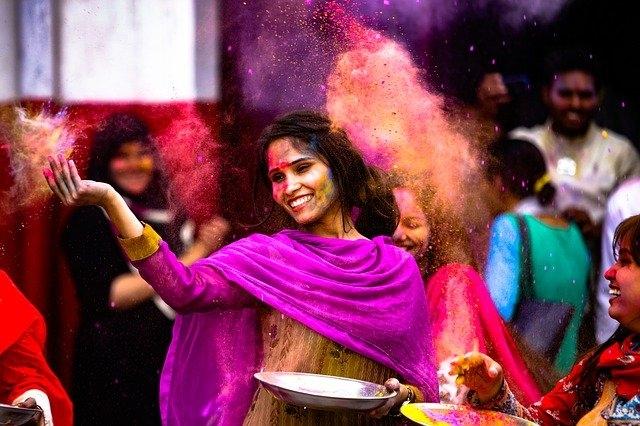<p>Celebrate Holi at home, avoid public gatherings: Appeals www.JharkhandStateNews.com</p>